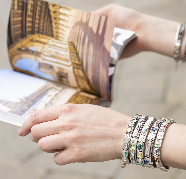 A bracelet that tells the story of your summer: sunshine, sea and no worries!