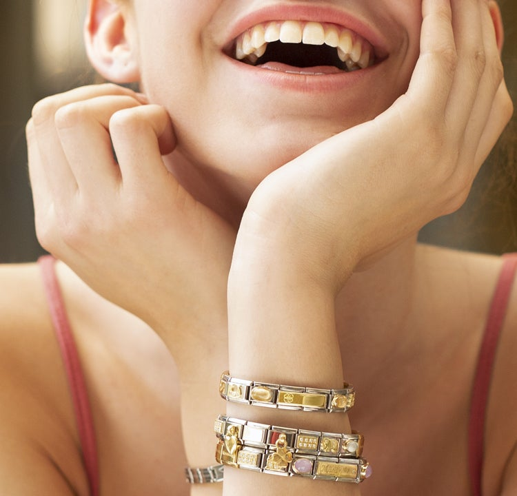 Customizable jewelry to thank all those you love