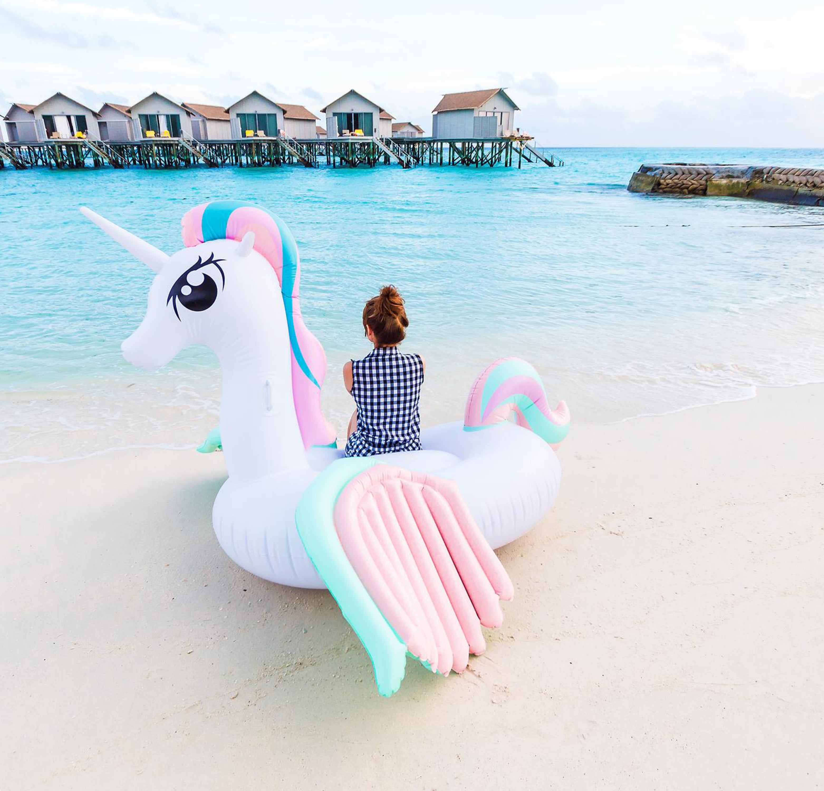 The unicorn: the trendy good luck charm for a fun and colourful summer