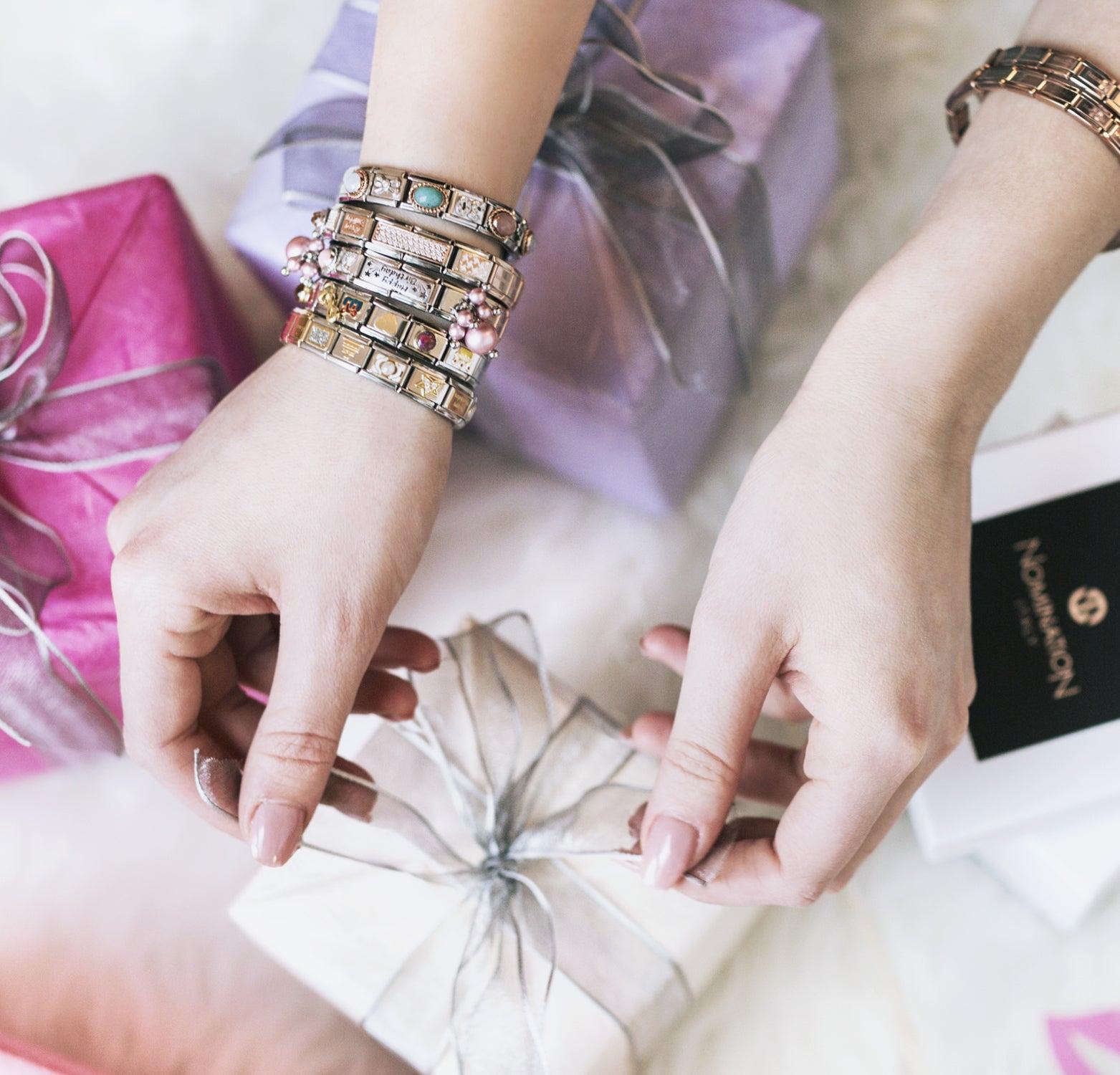 Geschenk für die beste Freundin zum Examen: Originelle Geschenkideen, um sie zu überraschen