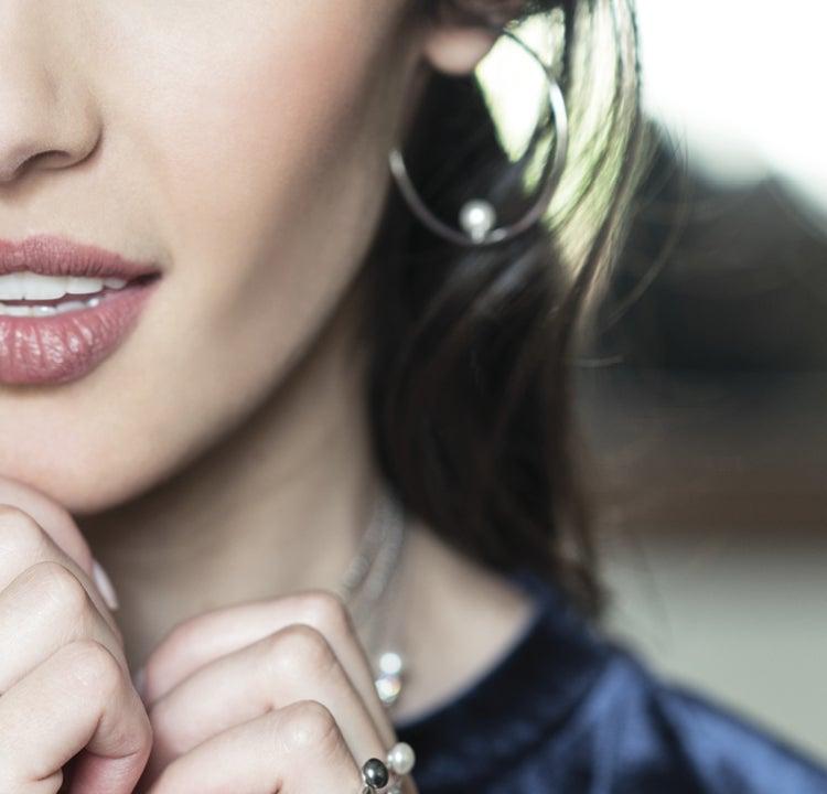 How to wear hoop earrings